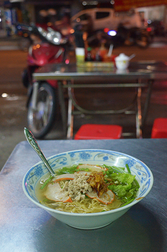 24-7-noodles-at-this-chinese-restaurant-in-saigon