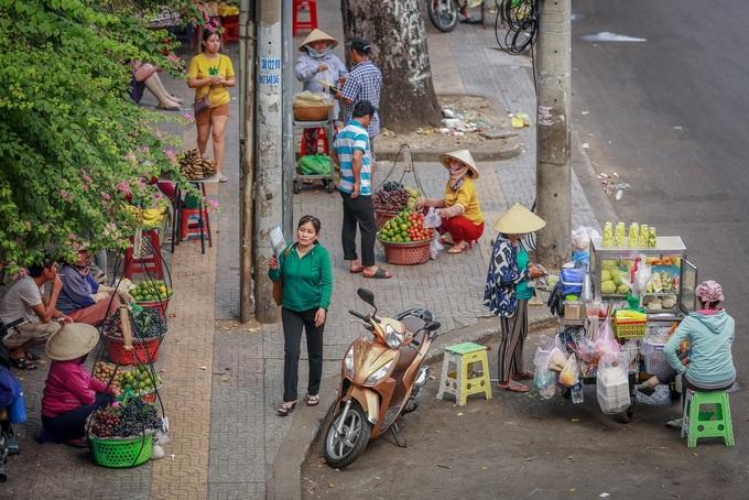 Saigon leader accuses sidewalk cleanup campaign of being 'inhumane'