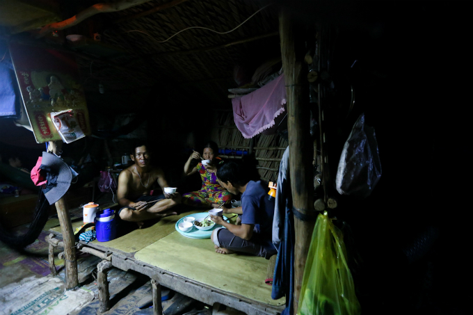 in-saigons-backyard-migrants-eke-out-a-living-on-the-edge-of-civilization-7