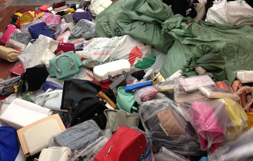 Current laws do not impose fines on users of counterfeit goods. Photo by VnExpress