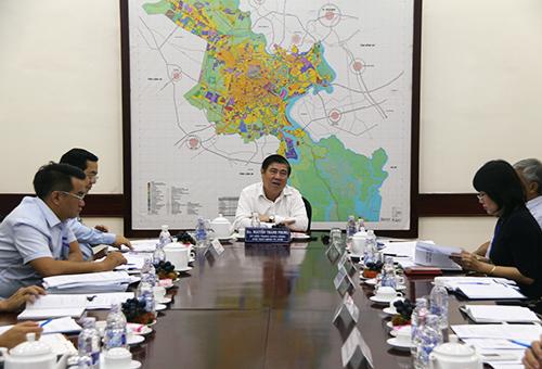 Saigon's mayor says prolonged meetings are a waste of time