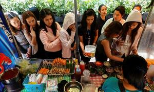 Dining goes digital for Thailand's street food vendors