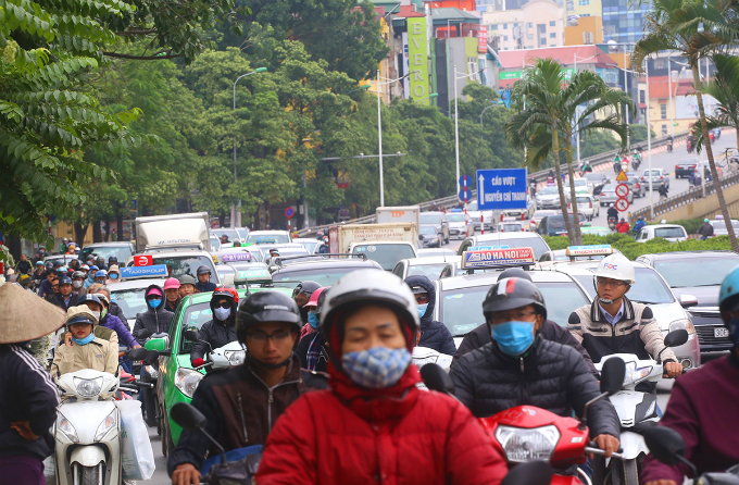 most-beautiful-street-divider-in-vietnam-to-be-hacked-back-to-make-way-for-traffic-4
