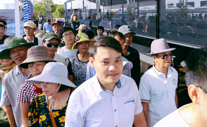 fanfare-as-saigons-river-buses-make-maiden-voyage-1
