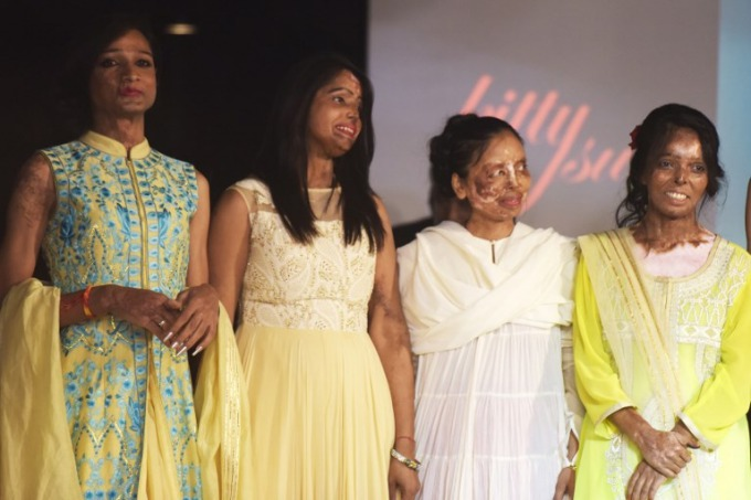 india-acid-attack-victims-defiant-on-the-haute-couture-catwalk-1