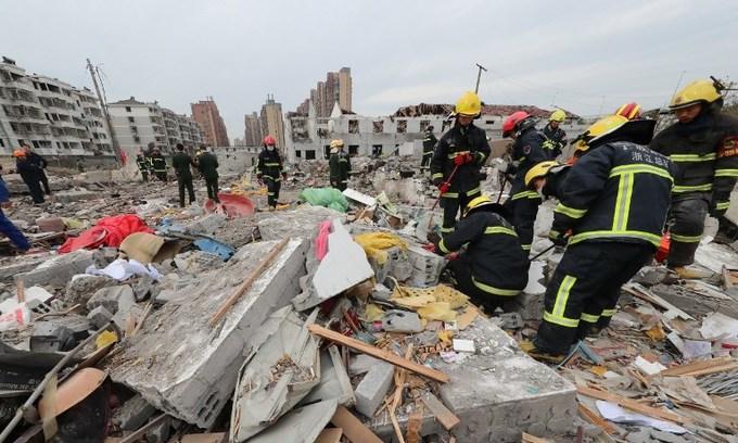 Blast rocks Chinese megaport city, two dead