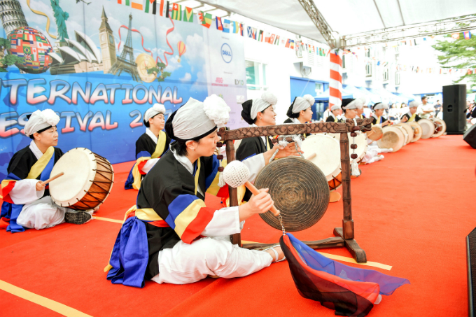 school-festival-celebrates-culture-and-charity-in-hanoi-1