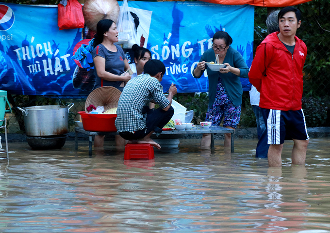 nha-trang-streets-flooded-as-heavy-rain-drenches-the-popular-beach-town-in-south-central-vietnam-6