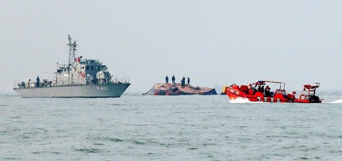 Thirteen dead in S. Korea fishing boat crash