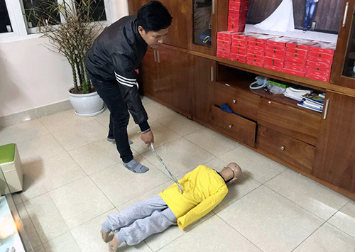 hanoi-father-arrested-for-physically-abusing-his-son-ed