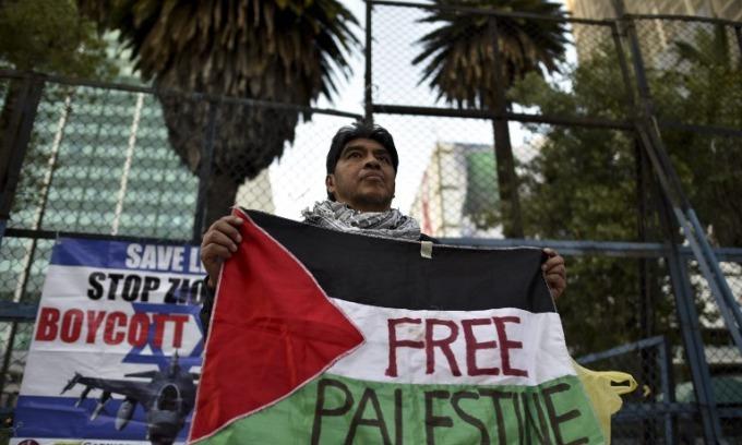 Despite furore over Jerusalem move, Saudis seen on board with U.S. peace efforts
