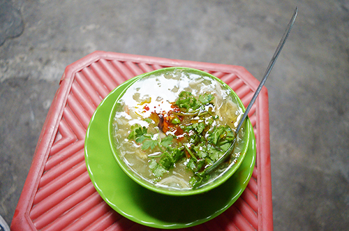 the-crab-soup-stand-thats-been-bubbling-in-the-heart-of-saigon-for-24-years