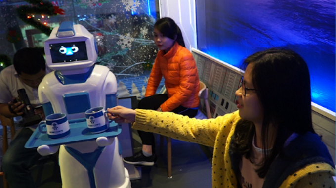 technical-touch-vietnamese-coffee-house-employs-robot-waiter-5