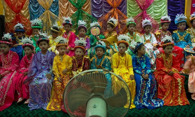 myanmars-child-monks-become-royalty-for-a-day-1
