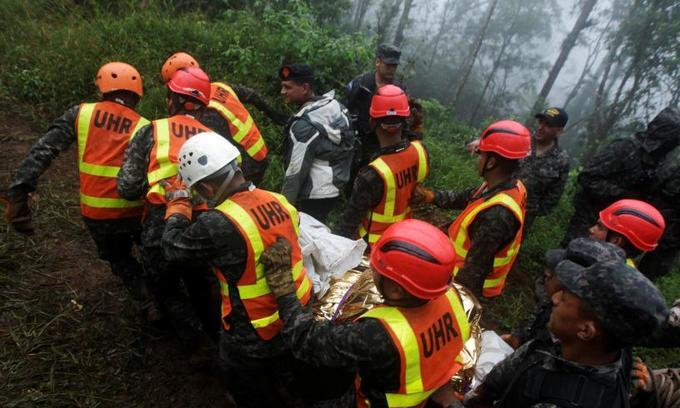 Honduran helicopter crash kills six, including president's sister