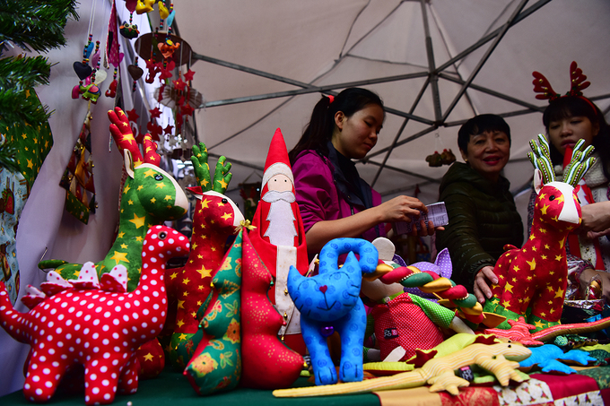 get-festive-in-the-first-german-christmas-market-in-hanoi-2