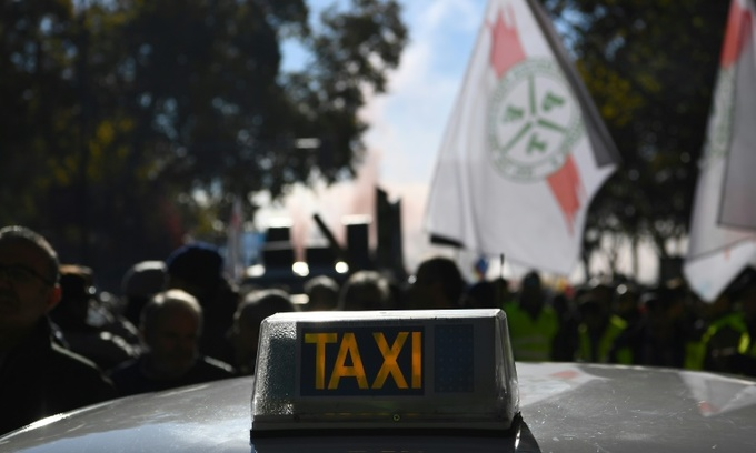 EU court says Uber is taxi service, can be regulated