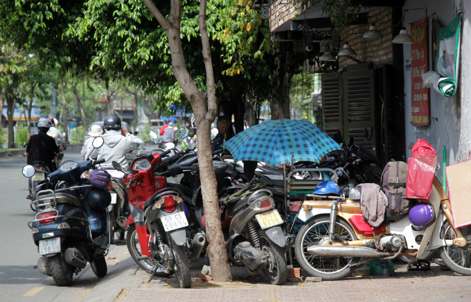 Motorbikes take over the sidewalk outside a coffee shop on Hoang Sa Street.