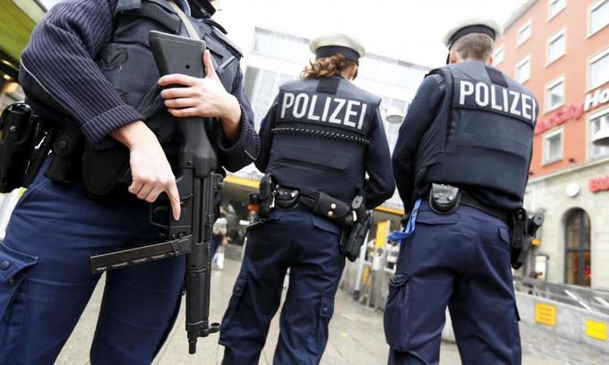 Police evacuate Bonn Christmas market, probe suspicious package