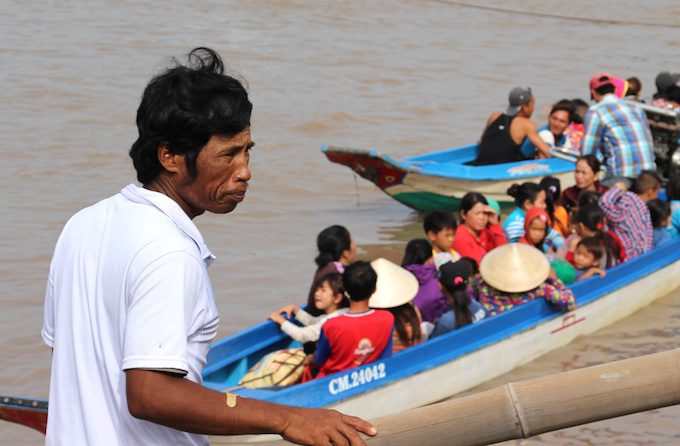 People sail to a safer place away from Tembins expected landfall in Ca Mau Province. Photo by VnExpress/Phuc Hung