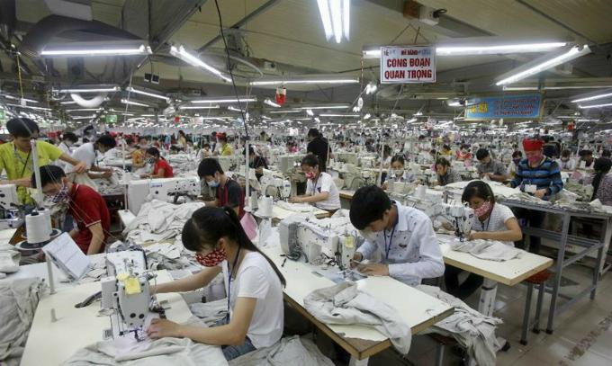 Vietnamese businesses balk at raising minimum wage every year: commerce chamber