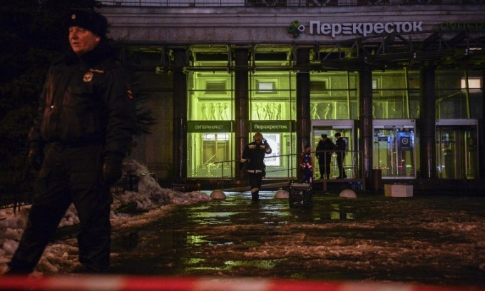 10 hurt in Saint Petersburg supermarket bombing
