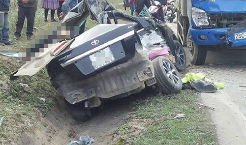 The scene of a road accident that killed 4 people in the northern province of Son La in November. Photo by VnExpress/Tung Son.
