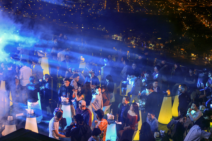 This bar on the roof of a 36-story building along the Han River is packed with people enjoying the fireworks show. Da Nang is estimated to receive more than 140,000 visitors during the New Year holiday.