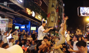 Saigon's backpackers street fires up on New Year's Eve