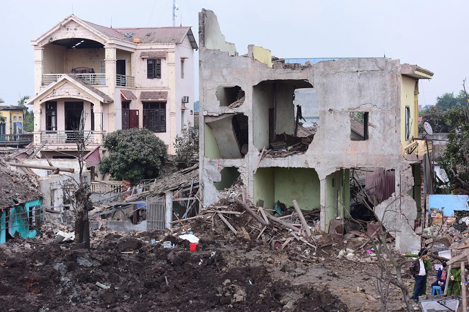 5 houses collapsed and another 10 have been unroofed as a result of the explosion. Photo by VnExpress