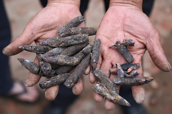 Warheads found at the scene. Photo by VnExpress/Pham Du