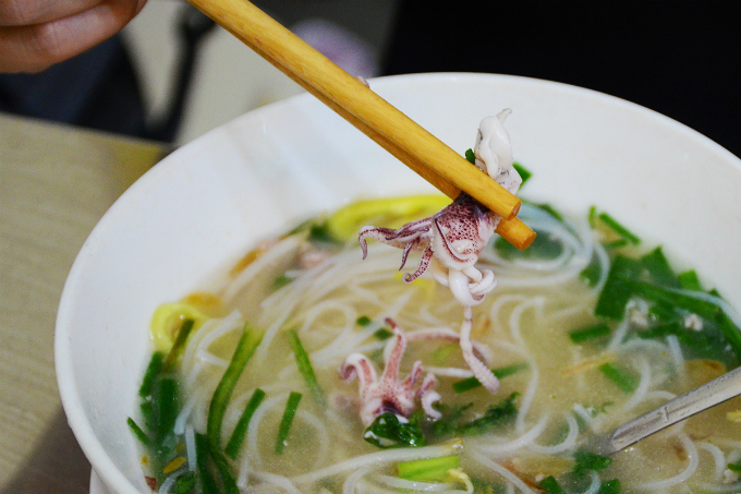 The squids are served whole. The broth is prepared with dried squids, which gives it the special taste unlike the usual bones broth. It smells great! said a loyal customer named Tinh Tam, who usually stops by for dinner.