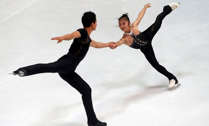 Ryom Tae-Ok and Kim Ju-Sik of North Korea compete during Olympic Qualifying ISU Challenger Series on pairs free Skating in Oberstdorf, Germany, on September 29, 2017. Photo by Reuters/Michael Dalder