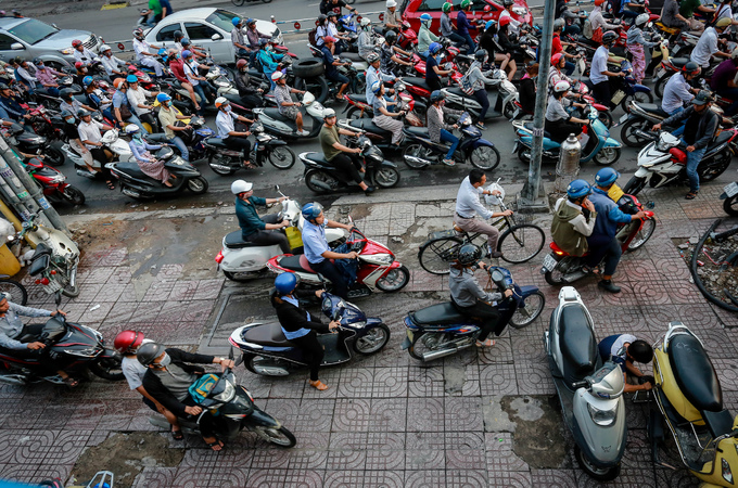 HCMC to allow businesses to use sidewalks if they manage them in return: official