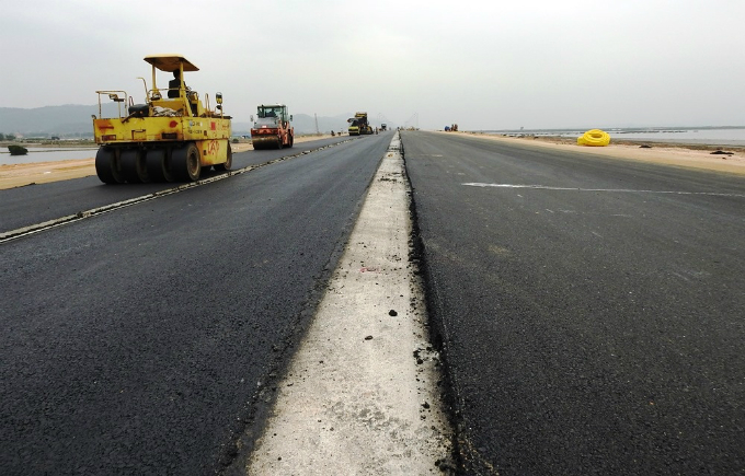 The Hai Phong-Ha Long Expressway that runs 25 kilometers (15.5 miles) from the port city the famous bay is close to completion after more than three years of construction.