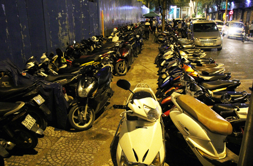 A sidewalk parking lot on Thi Sach Street in District 1. Photo by VnExpress/Duy Tran.