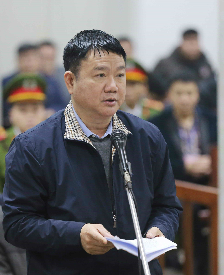 Dinh La Thang says his last words at the PetroVietnam trial on Wednesday. Photo by Vietnam News Agency