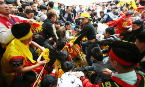 Hanoi to simplify spring festivals to end chaos, violence