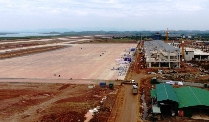 Construction at Van Don International Airport in Quang Ninh Province started nearly three years ago and is scheduled to receive flights from the second quarter this year. The airport spans around 290 hectares (710 acres) in Van Don District, around 50 kilometers (31 miles) from the popular Ha Long Bay.