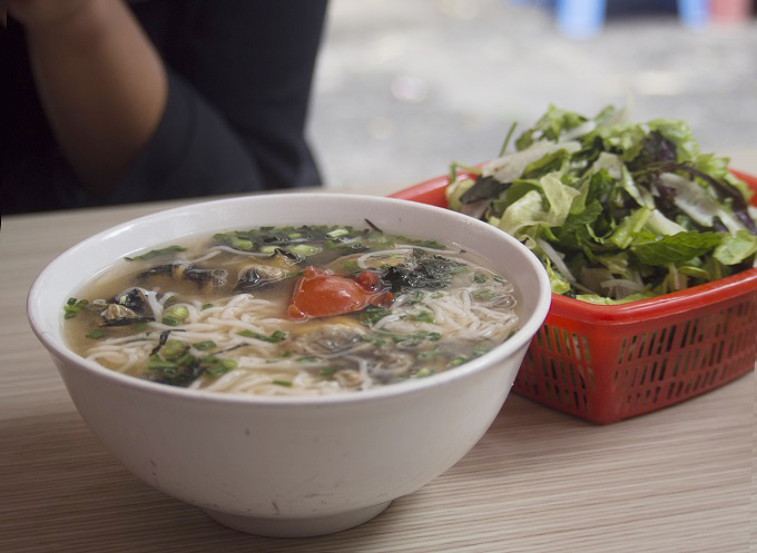 Snail noodles on Hang Chai Street. Photo by VnExpress/Trang Bui
