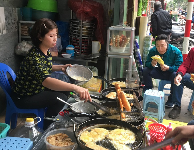 Banana, corn and potato pancakes on La Thanh Street. Photo by VnExpress/Trang Bui