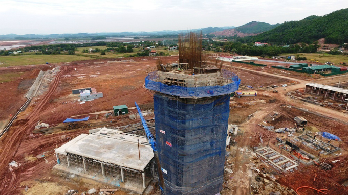 The air traffic control tower will rise 42 meters.