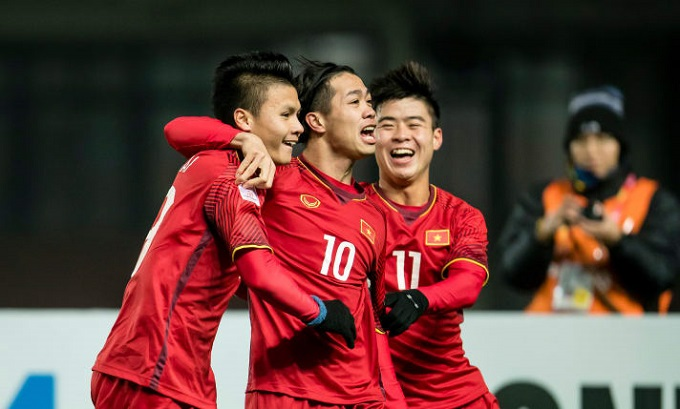 Weekly roundup: Vietnams football advances to AFC U-23 semis, never-ending work for the elderly, growing plastic waste imports and more