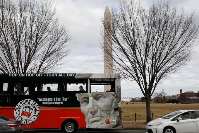 Senators race to end US government shutdown before work week begins