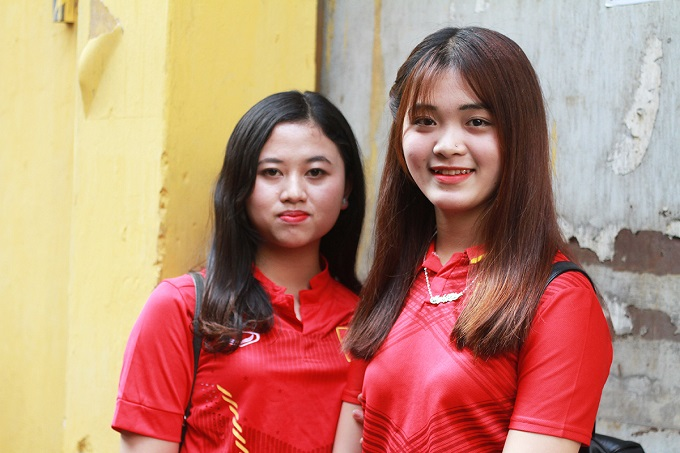 We have a day off today so we came to the stadium to support for the national team. We hope they will win!|, said Lan Huong, a student from Hanoi Medical College.