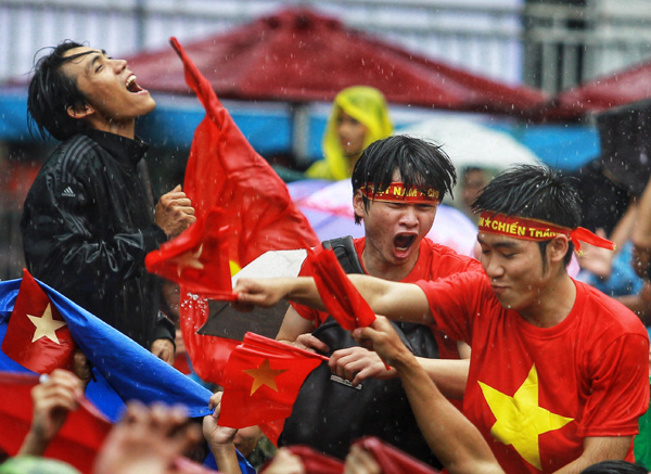 fans-across-vietnam-storm-streets-to-celebrate-vietnam-s-win-over-qatar-in-u23-asian-cup