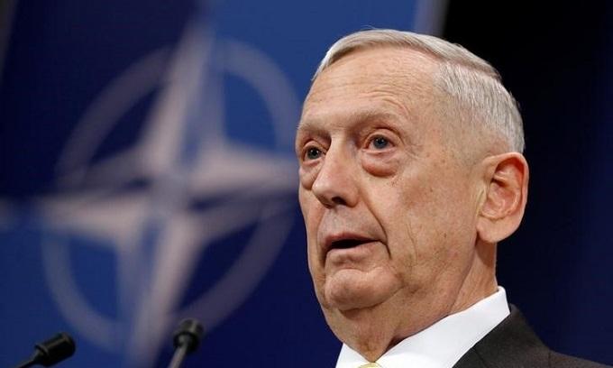 US Defense Secretery visits Hanoi, praises Vietnam's leadership on North Korea sanctions
