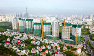 Vietnam orders banks to tighten lending in stock, real estate markets