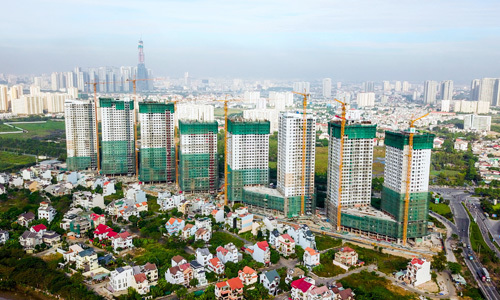 Vietnam orders banks to tighten lending in stock, real estate markets