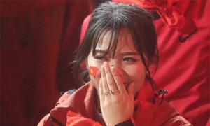 Football fans cry then cheer as Vietnam U23 lets crown slip through fingers to Uzbekistan